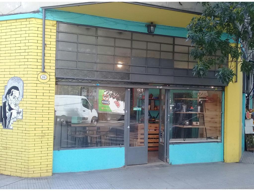 Vendo local comercial muebles de diseño.