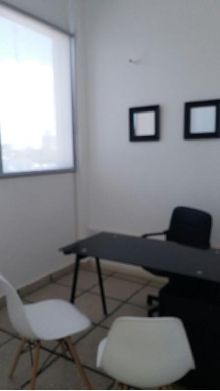 OFICINA EN VENTA AMOBLADA, CENTRO DE PILAR , TOILETE,
