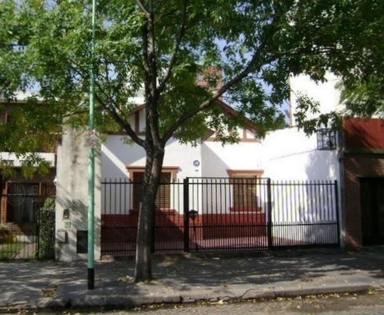 Casa en Alquiler en Villa Pueyrredon - 5 ambientes