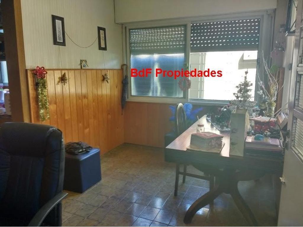 CASA 4 AMBIENTES SOBRE LOTE PROPIO CON PATIO- TERRAZA-LOCAL AL FRENTE- APTO CREDITO-