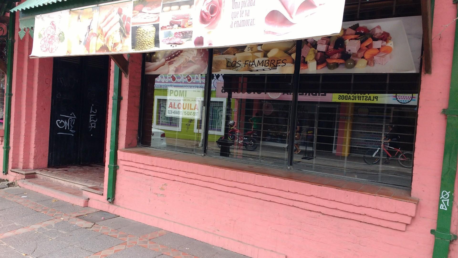 ALQUILER comercial LOCAL  PILAR CENTRO CALLE SAN MARTIN 500 A UNA CUADRA DE PLAZA.