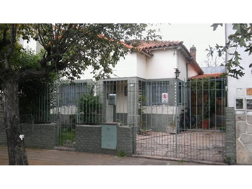 *RESERVADO* Chalet de 3 ambientes sobre lote de 8,66 x 24mts ubicado a media cuadra de Villate