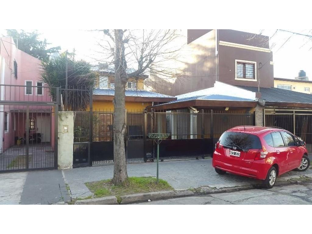 Casa en venta en biarritz 3241 chilavert inmuebles clar n for Jardin belen villa ballester