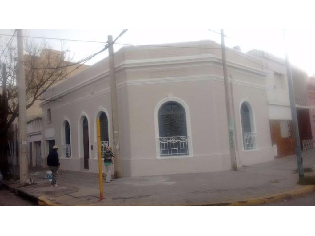 Antigua, pintoresca, con cochera, patio, exc ubicación a la vuelta de Plaza de Alta Cba!!