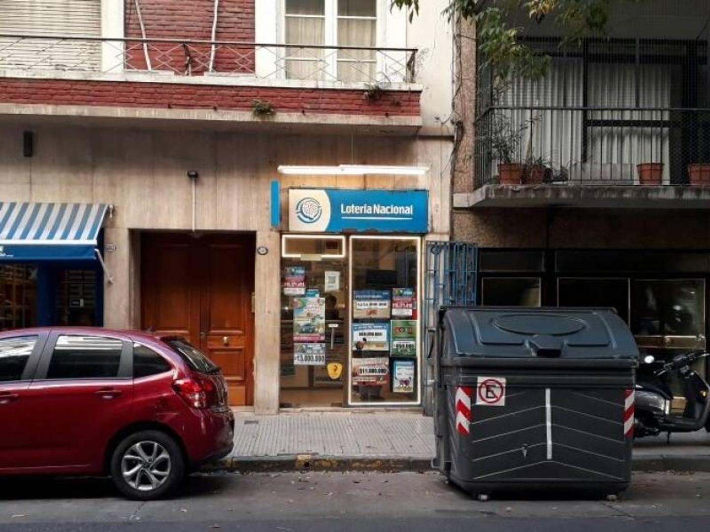 Local Comercial. Planta Baja: 2.80 x 5.50 m. A metros de calle Uruguay