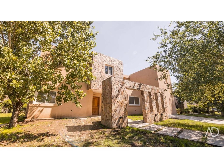 Casa en Alquiler - 7 ambientes - USD 2.200