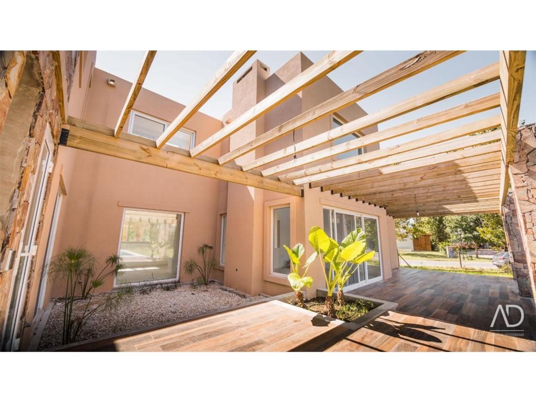 Casa - 311 m² | 3 dormitorios | A Estrenar