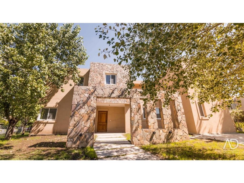 Casa en Alquiler en Santa Barbara - 7 ambientes