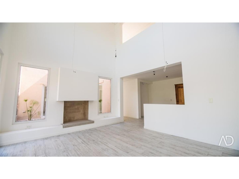 Casa en Alquiler de 311,0 m2