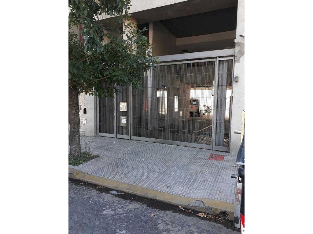 1 AMBIENTE DIVISIBLE - BALCÓN - CONTRA FRENTE - 28M2 - PILETA - PARRILLA - 5 AÑOS DE ANTIGUEDAD