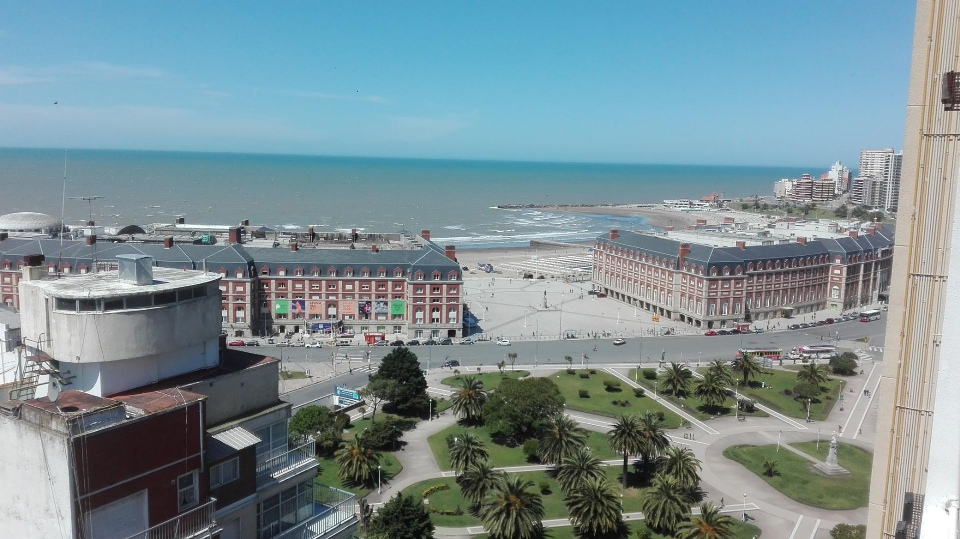 2 Ambientes con dependencia a la calle con balcón francés Excelente estado