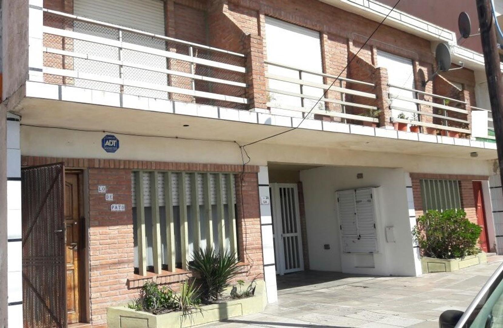 A METROS DEL MAR - EXCELENTE DEPTO TIPO CASA AL FRENTE