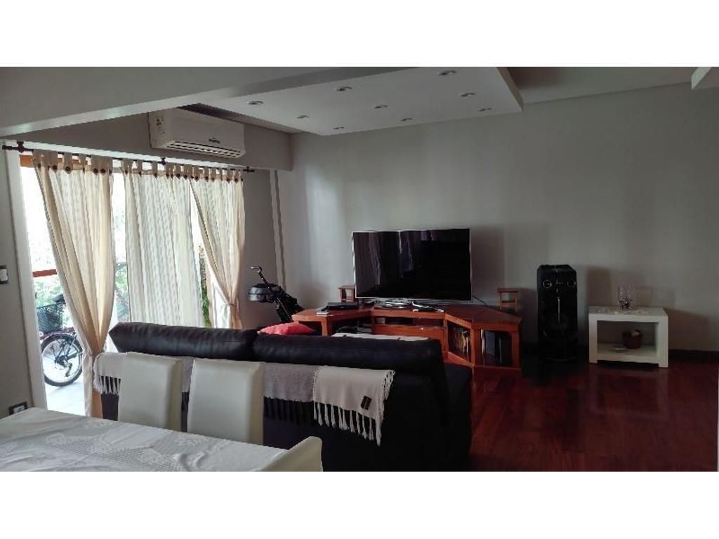 Impecable piso de 4 ambientes con dependencia y 2 cocheras