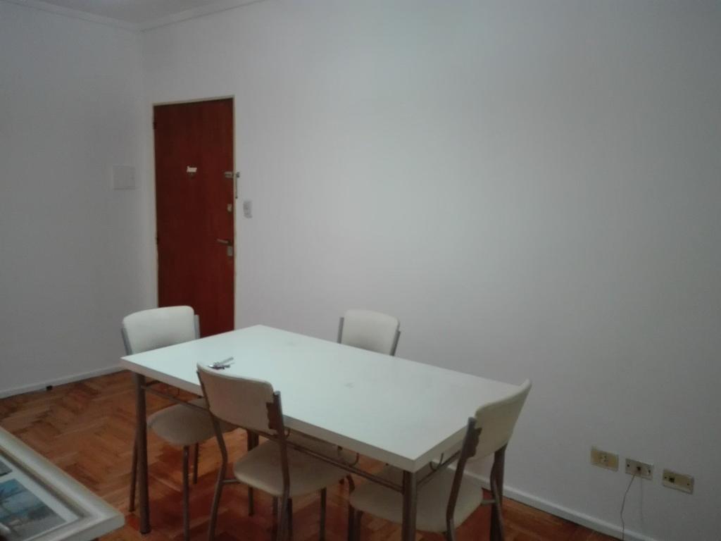Muy buen Dpto 2 amb lateral, cocina c/office, pisos parquet. Saavedra