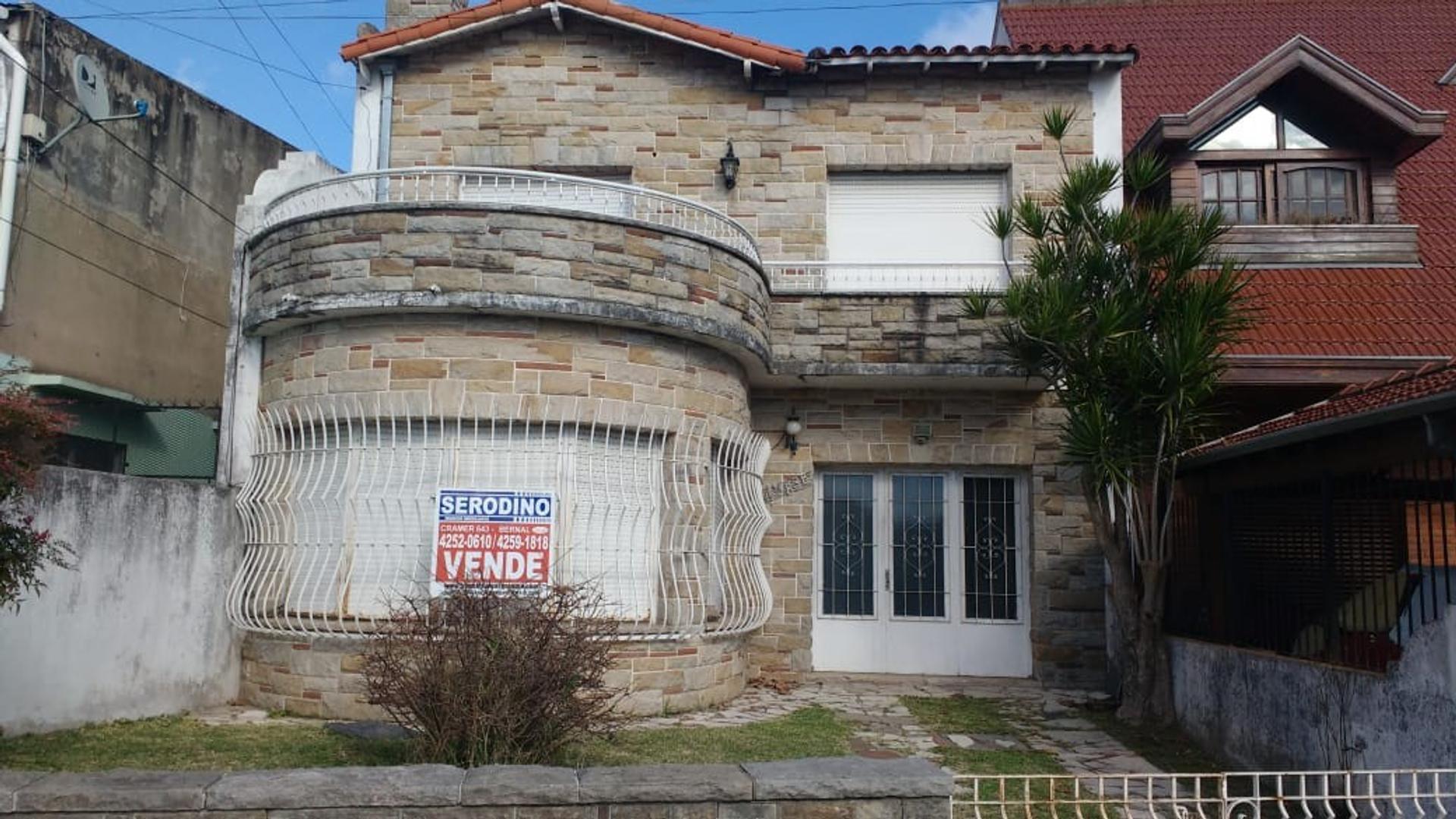 Casa en Venta en Bernal - 4 ambientes