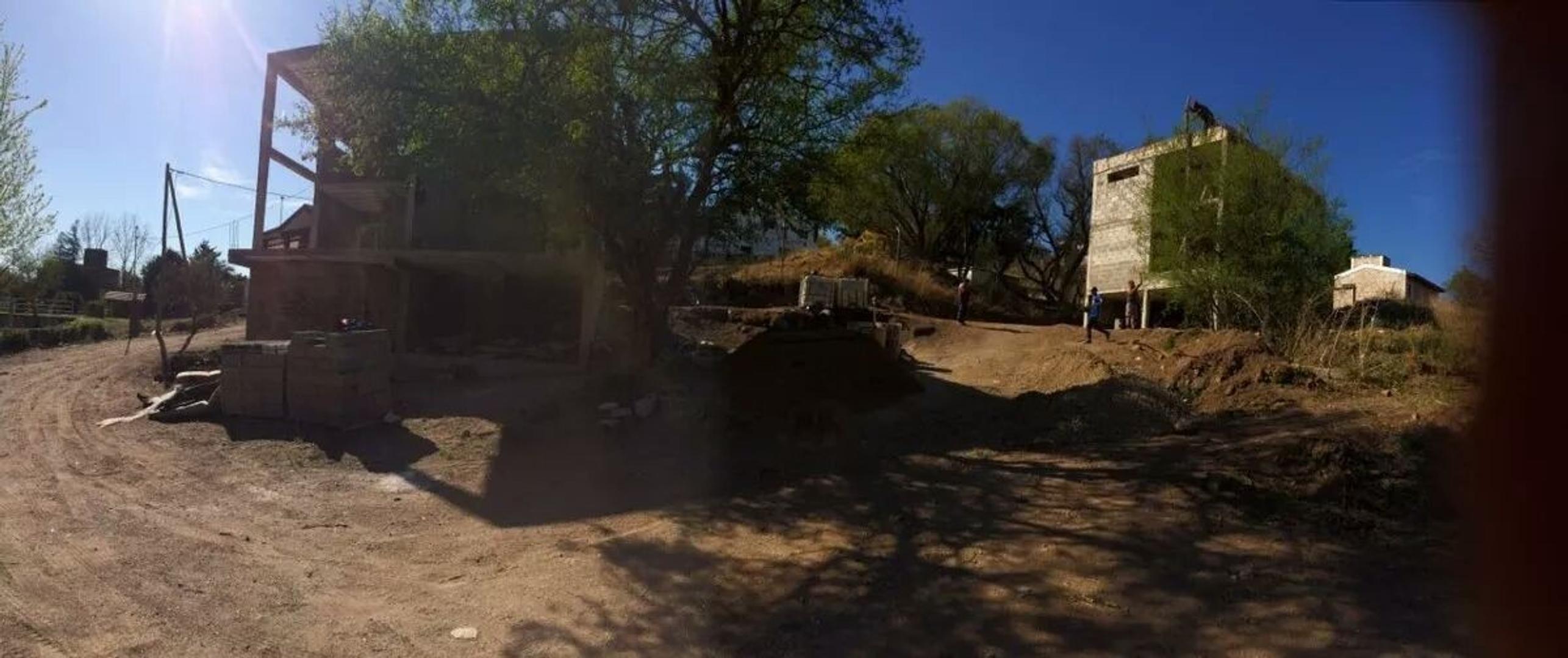 ESPECTACULAR LOTE EN VILLA DEL LAGO CON CONSTRUCCION