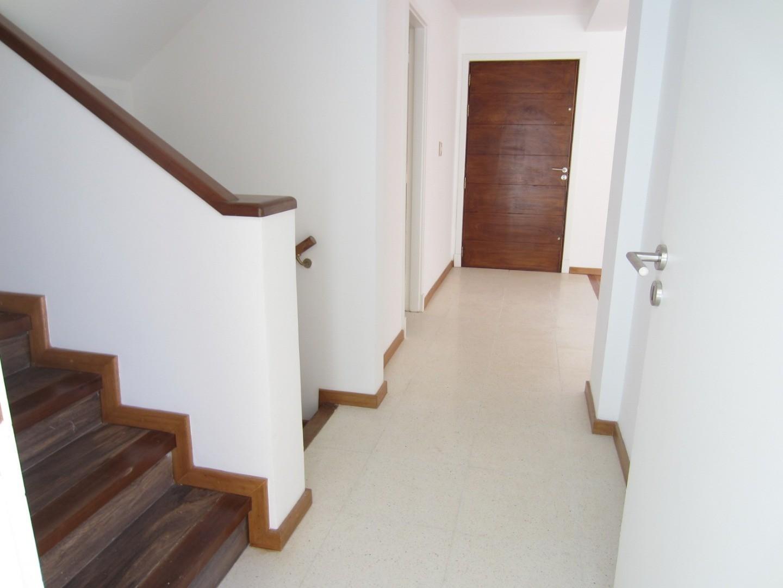 Casa - 225 m²   4 dormitorios   30 años