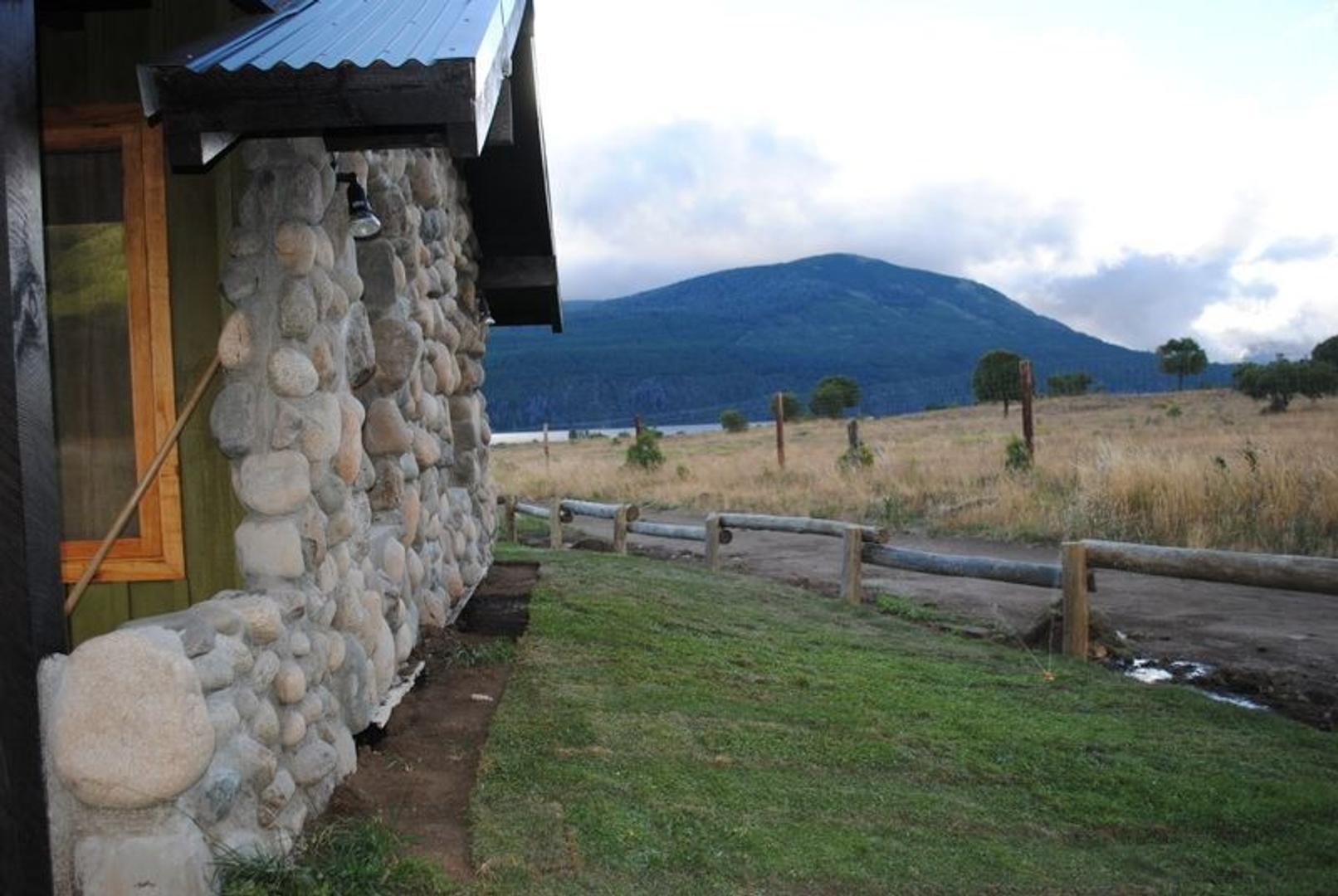 Cabaña de montaña para 4 /5 personas a 600 metros del lago con vista