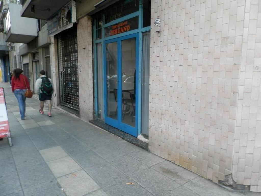 LOCAL COMERCIAL  EN EL ONCE DE 60M2 TOTAL IDEAL INVERSION CERCA DE HOTELES URQUIZA 192 SOTANO  30M2