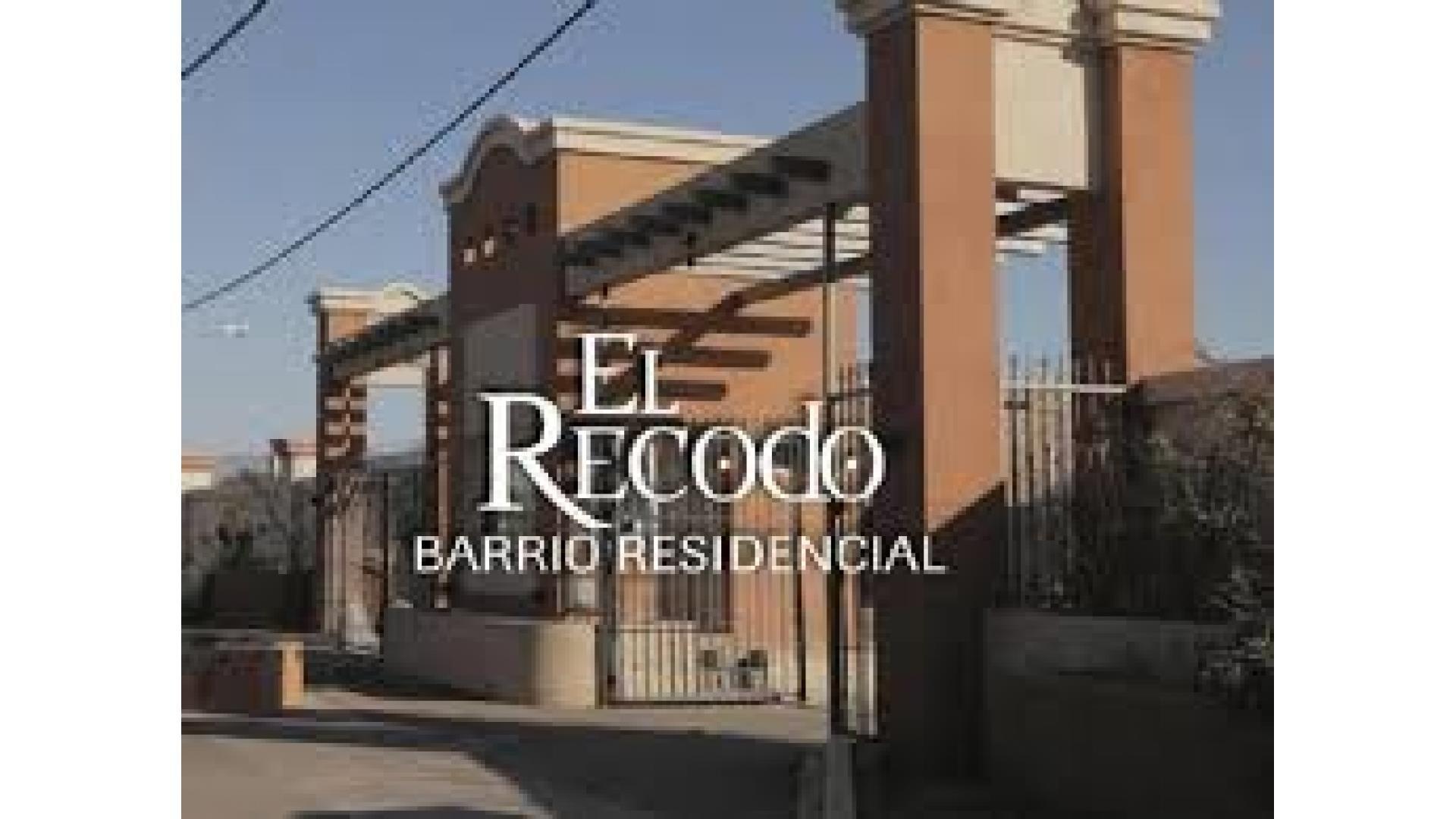 CASA DUPLEX TRES DORMITORIOS BARRIO PRIVADO EL RECODO
