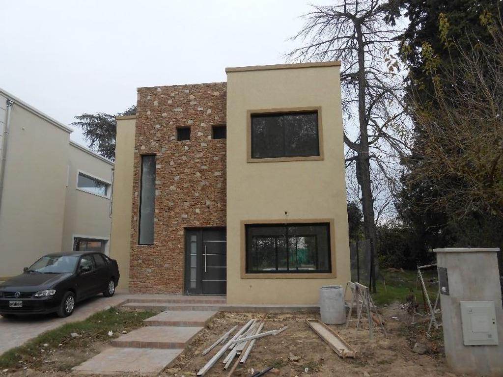 """Casa a estrenar en barrio privado """"La Arboleda II"""""""