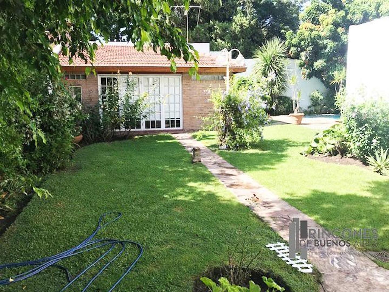 Casa en Venta en Villa Luro - 5 ambientes