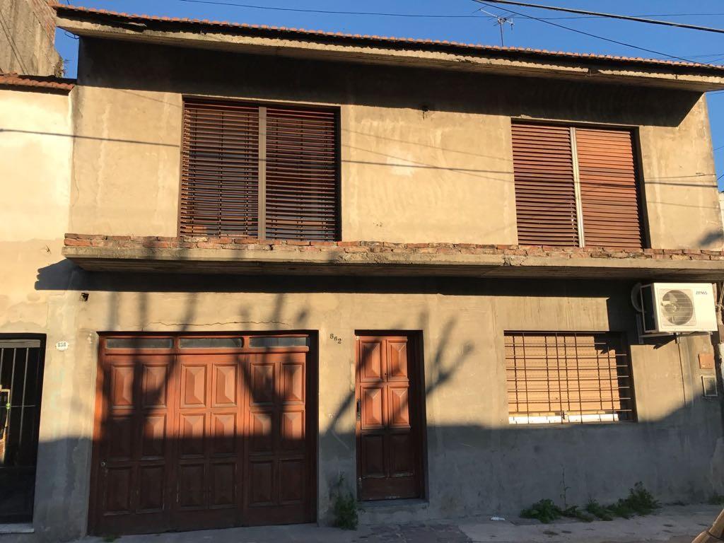 TIPO CASA AL FRENTE CON GARAGE 3 DORMITORIOS 170 m2