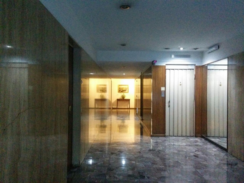 Muy buen departamento de 3 ambientes en edificio de categoría, a 1 cuadra del parque Las Heras