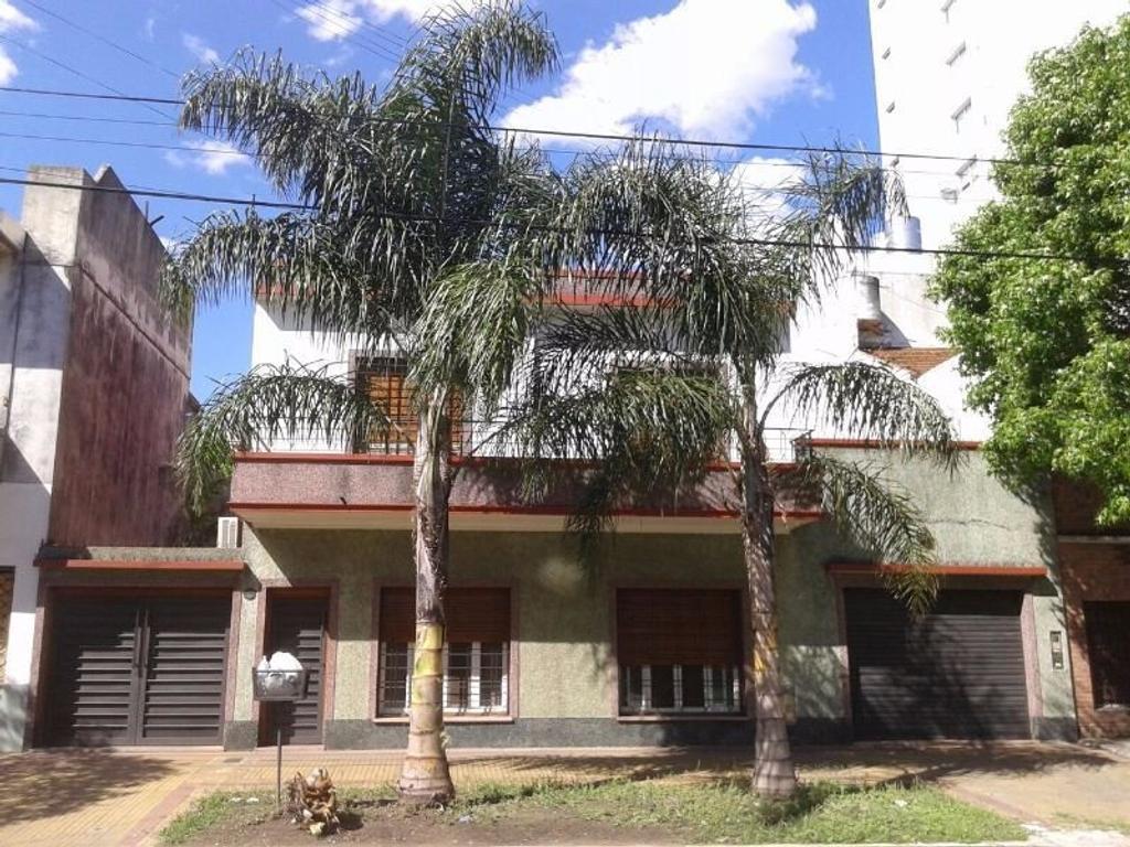 Casa de cuatro ambientes en dos plantas