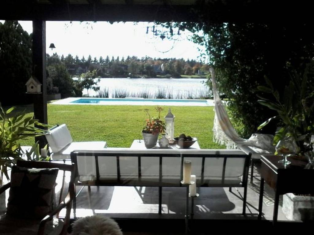 Casa En Alquiler En Av Santa Maria De Las Conchas 6000 Altamira  # Muebles Los Barrios