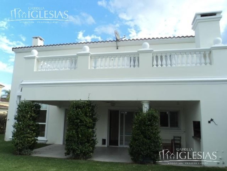 Hermosa Casa en Venta con 4 Dormitorios en Barrancas del Lago, Nordelta.