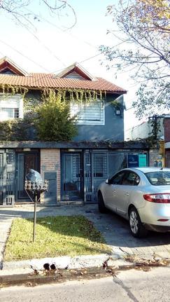 Unico Duplex C/3 Dorm, Cochera y Jardin. Tres Plantas - APTO CRÉDITO