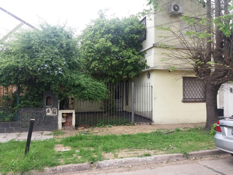 Casa 3 amb. en Excelente Zona Don Bosco este