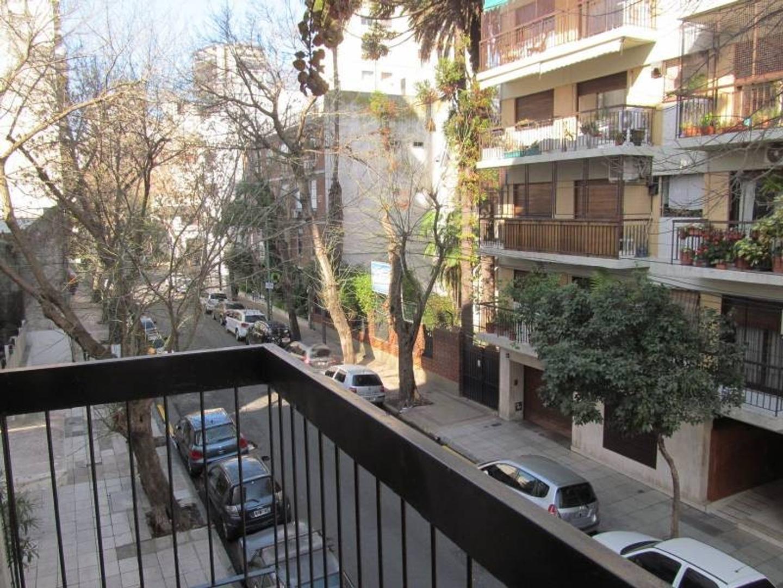 3 ambientes Frente Belgrano con balcón pura luz