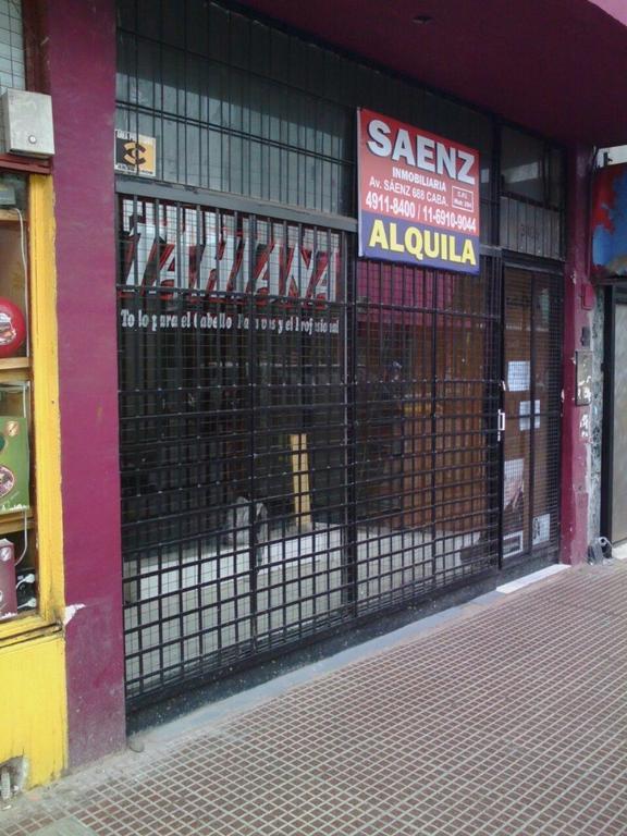 LOCAL A METROS DE ESQUINA // MUY BUENA UBICACIÓN// 40mts cubiertos//