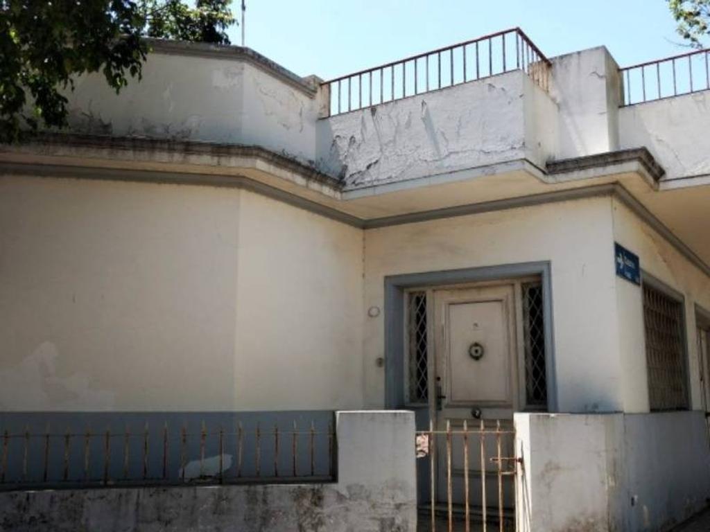 Casa en esquina con quincho terraza y garage