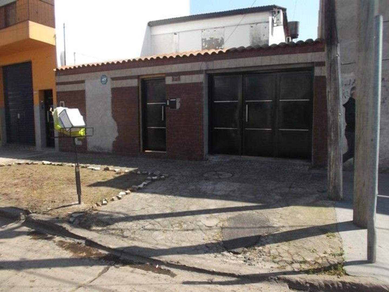 Casa - Venta - Argentina, TRES DE FEBRERO - CASEROS   AL 3700