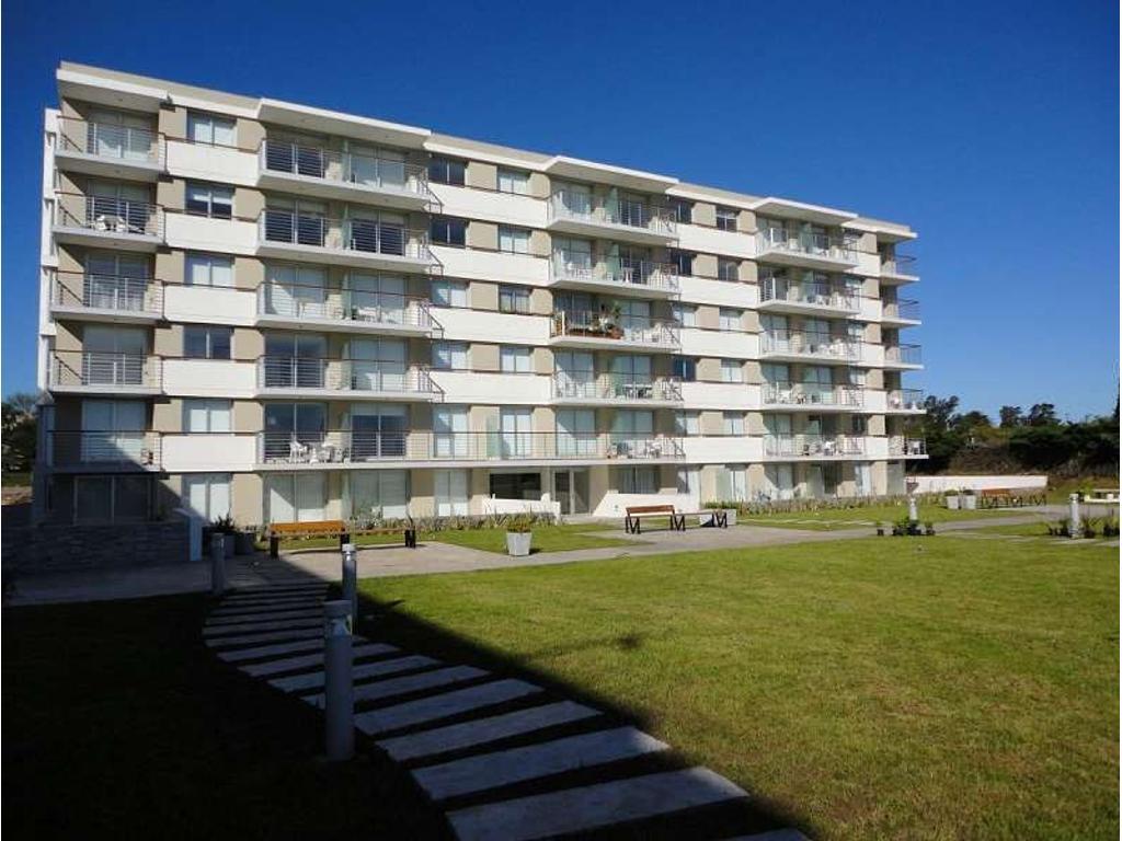 Ph. Edificio Altos del Virrey. Living/Comedor. 1 dormitorio(s) 1 con placard. 1 baño(s). En se...