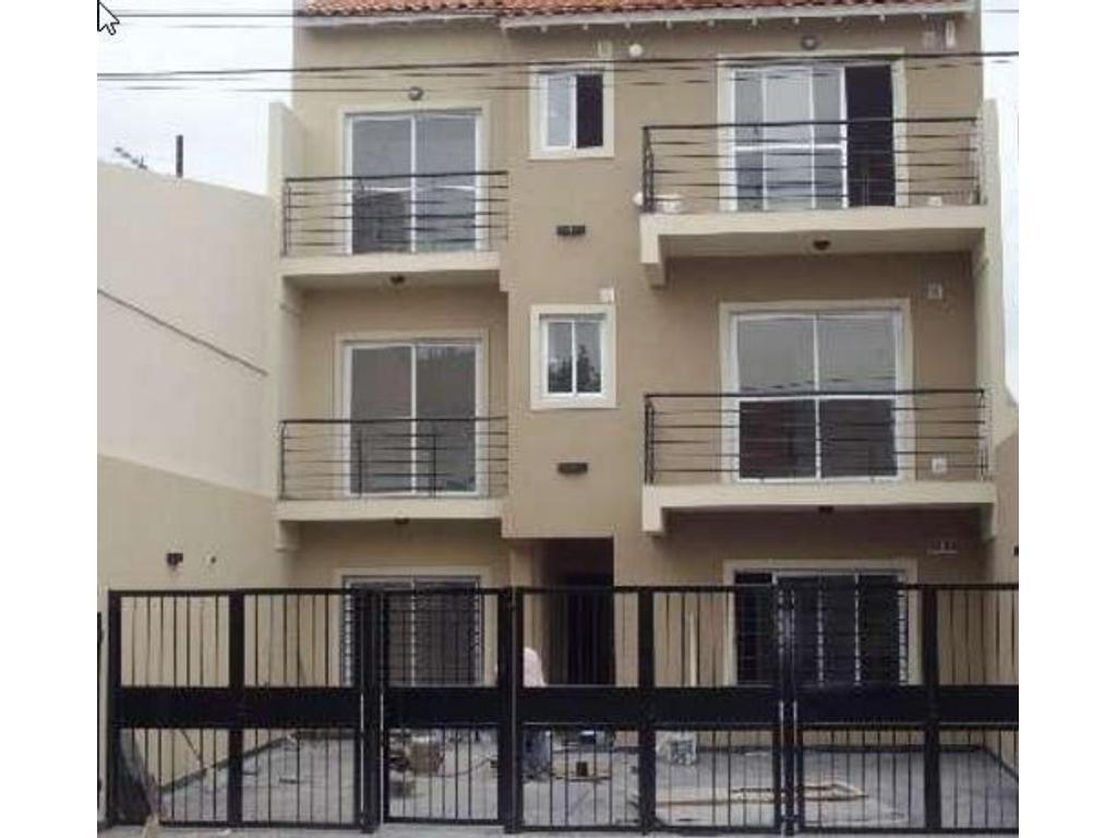 Departamento de 2 ambientes con excelente diseño y calidad. Con Balcón al frente y Cochera !!!!