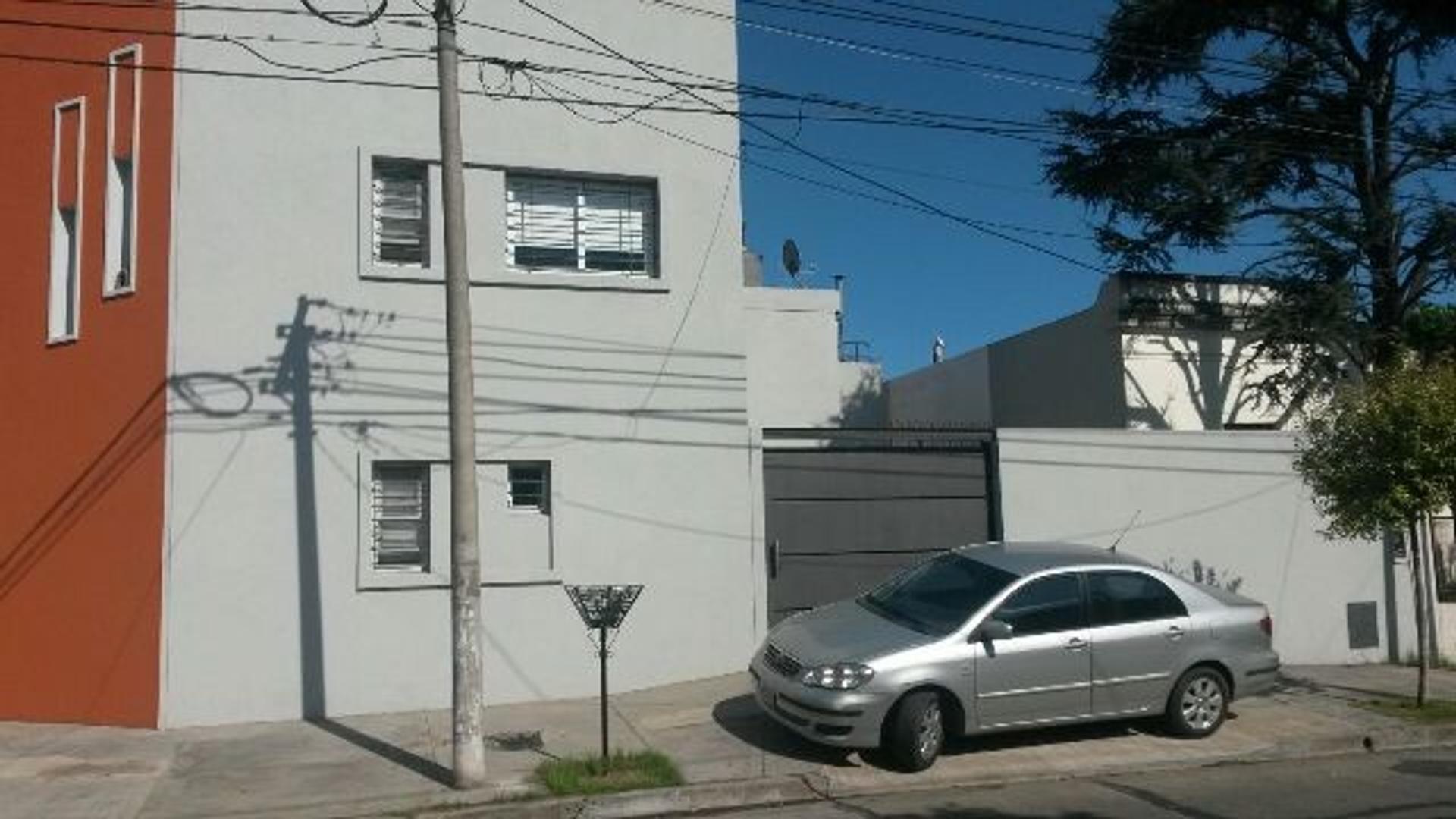 MORON  Moron sur  Casa minimalista de tres ambientes Nueva      EXCELENTE CASA APTA CRÉDITO