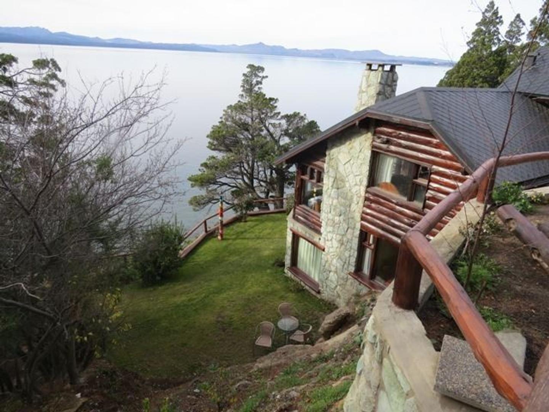 Calida casa sobre costa de Lago Nahuel Huapi - Excelente ubicacion sobre Av Bustillo - Capac : 6 pax