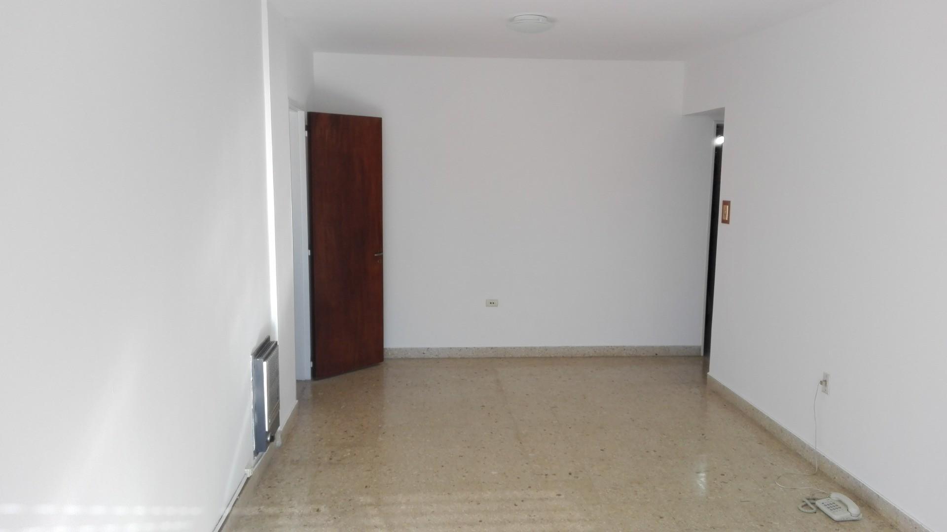 departamento 3 dormitorios mas habitacion de servicio, con cochera, frente, 55 esquina 5