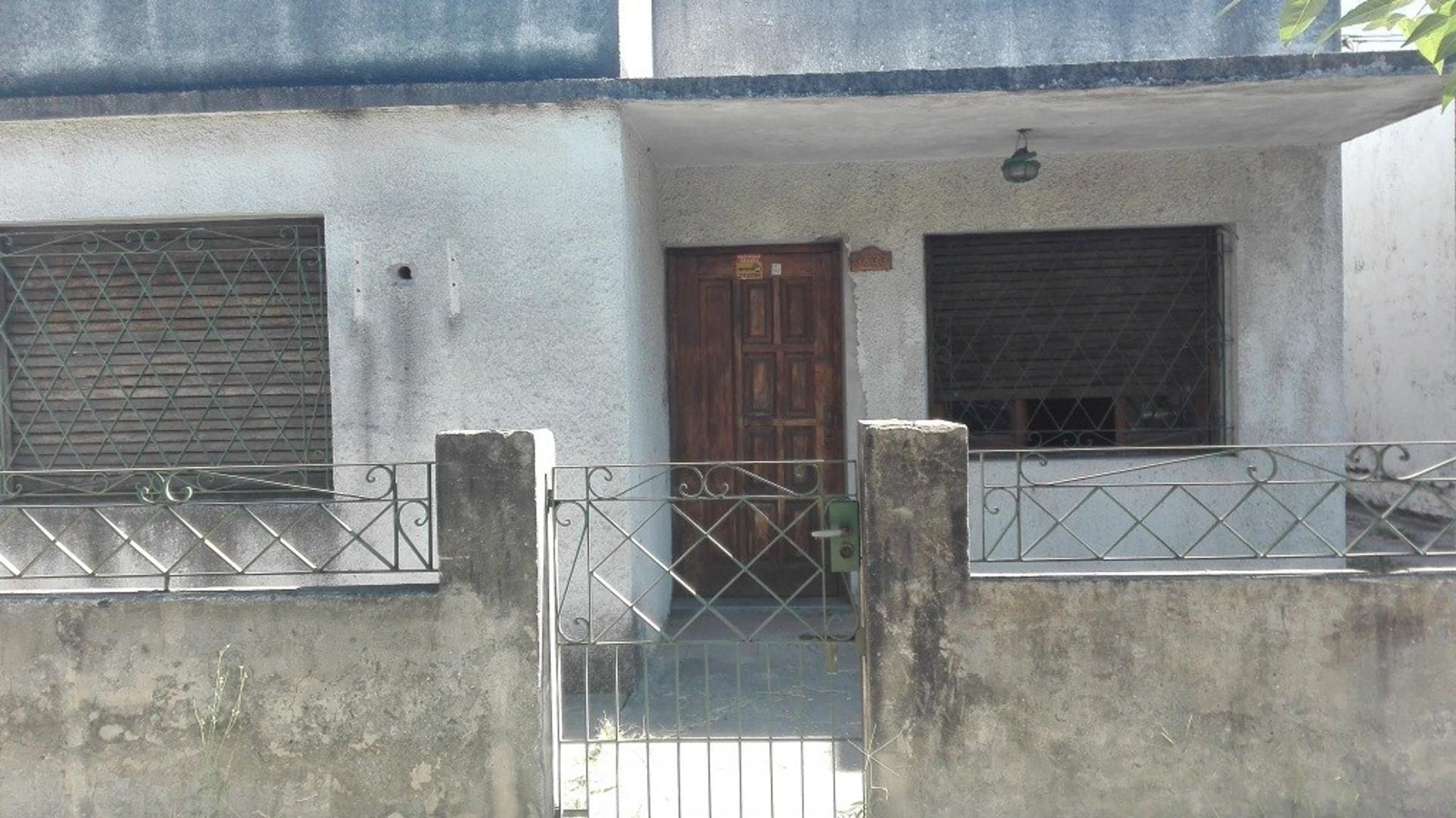 Casa de 3 ambientes con quincho