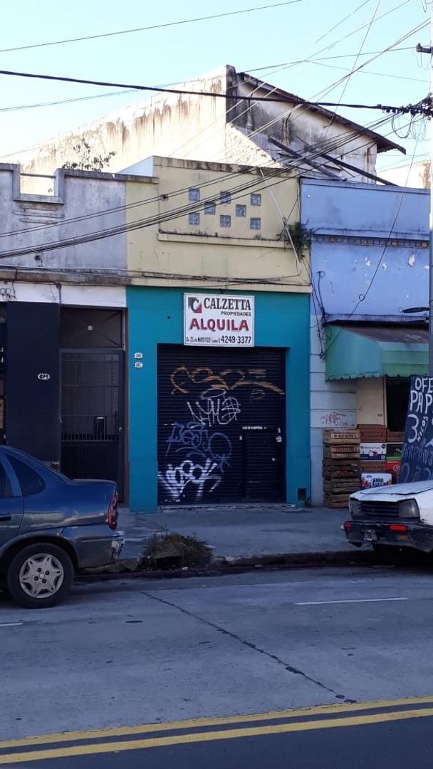 Alquiler local sobre avenida