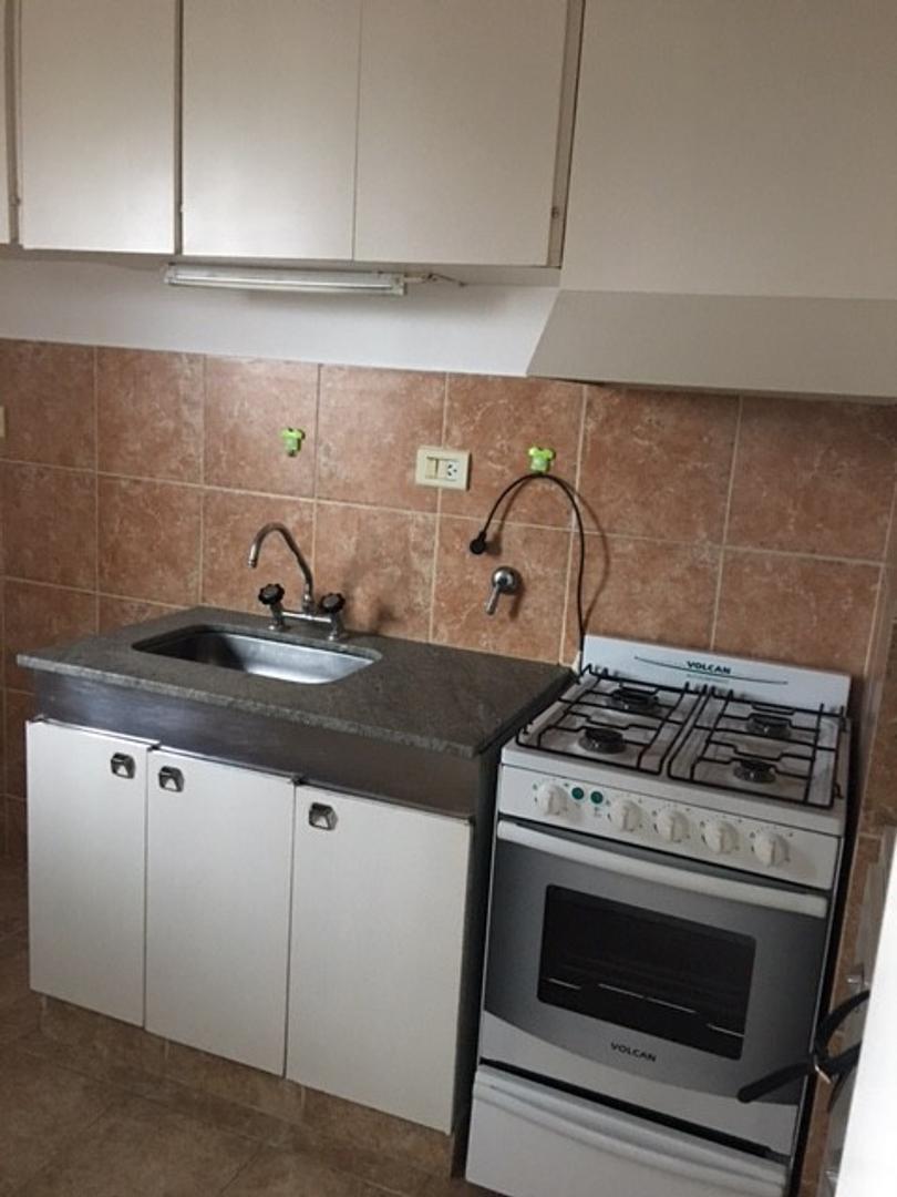 Departamento externo con balcon y cocina separada
