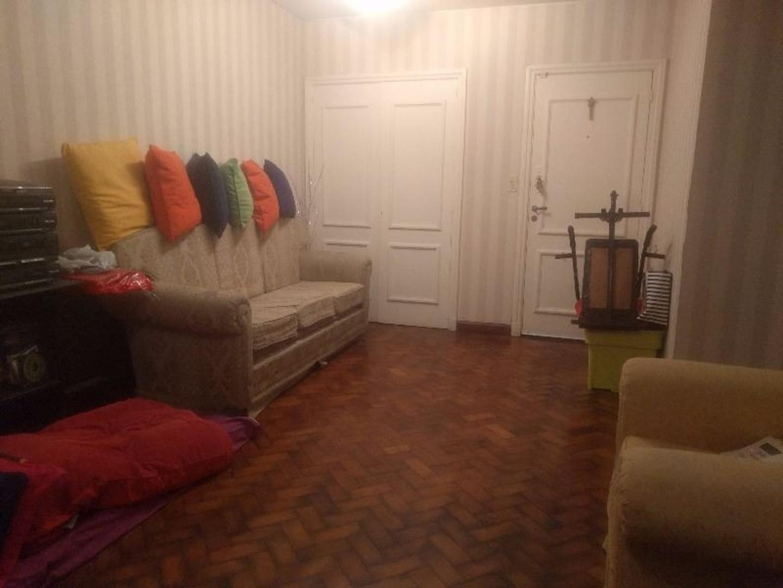 Excelente departamento de 3 dormitorios, reciclado, con 3 baños, patio y balcon al frente!