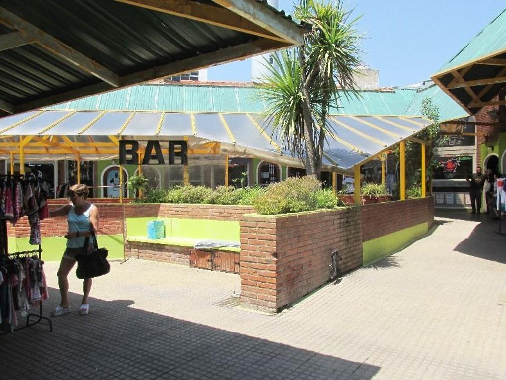 Excelente Local con fondo de comercio - ACEPTA PERMUTA