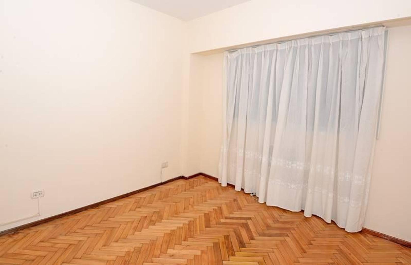 Departamento - 104 m²   3 dormitorios   35 años