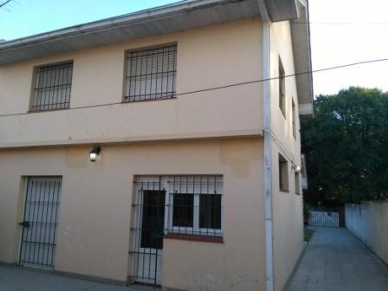 a5b5e80e3909 Casa en venta en Av. Libertad 3800 - La Perla Norte - Inmuebles Clarín