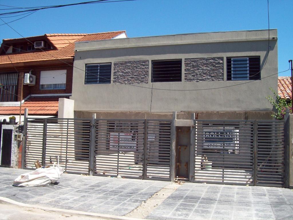 Duplex de 4 amb. en 2 plantas a estrenar en venta en Carapachay!!